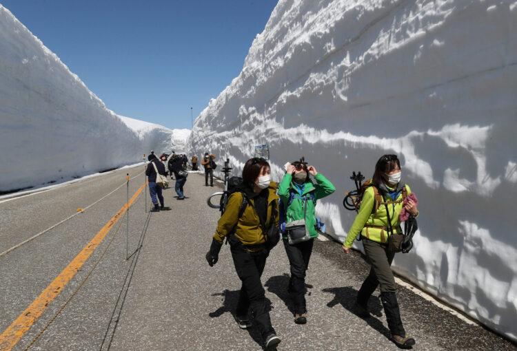 2年ぶり 雪の大谷ウォーク 立山黒部アルペンルート開通