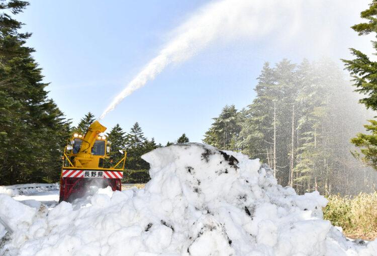 メルヘン街道 春へ一歩 除雪作業始まる