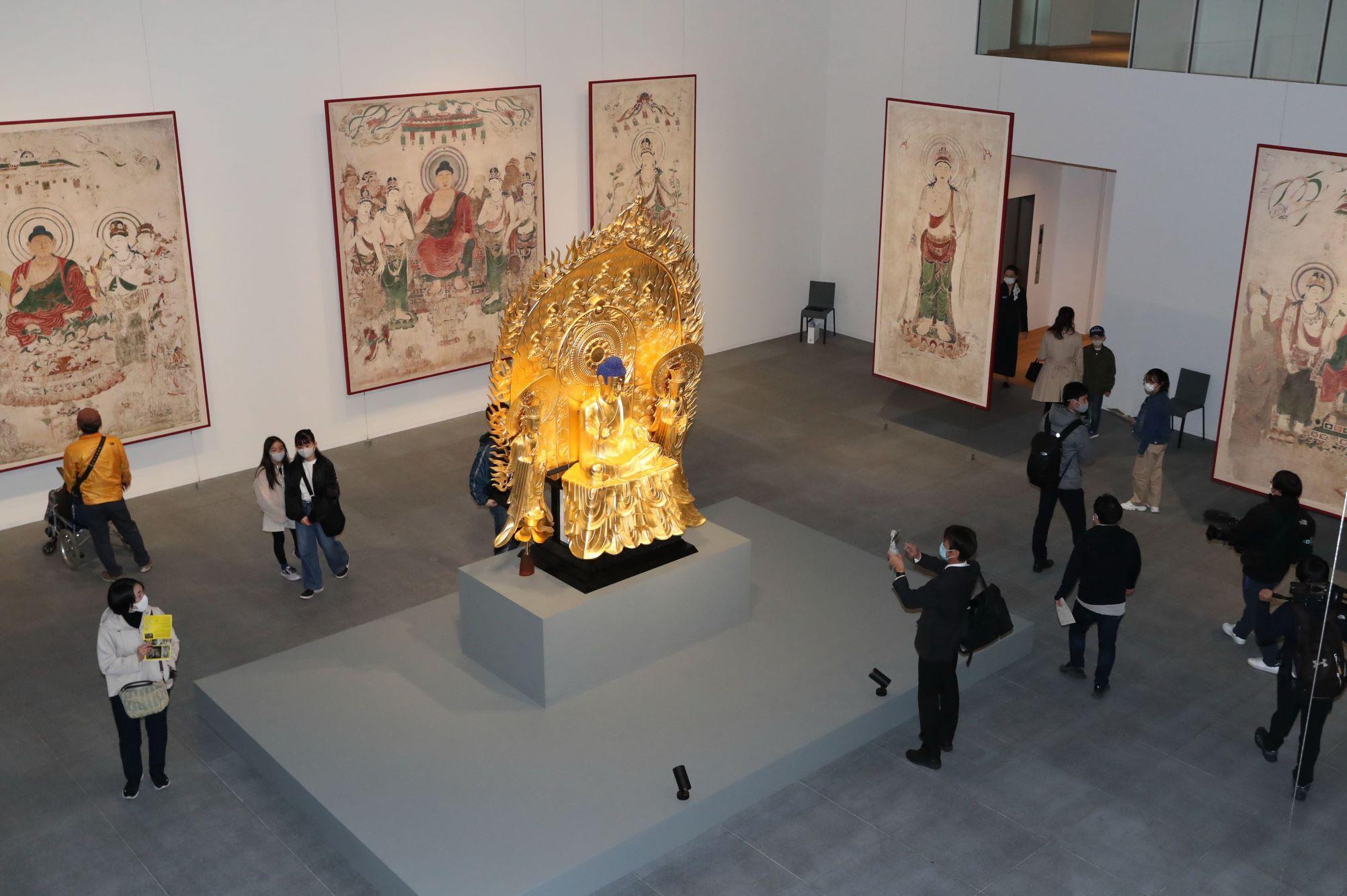 長野県立美術館 開館初日に5500人