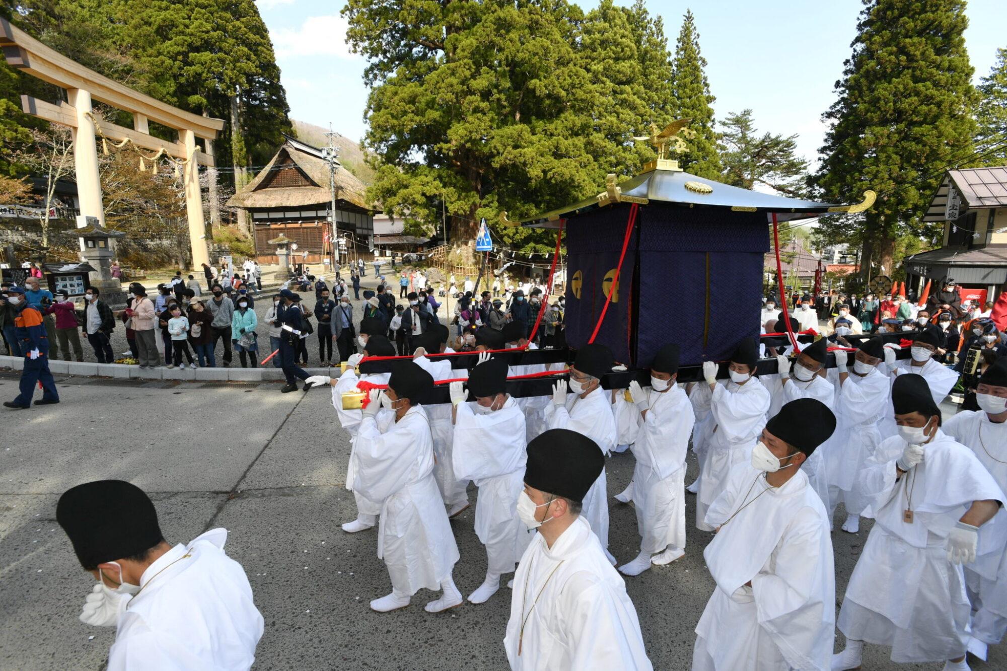 戸隠神社式年大祭 荘厳に「渡御の儀」
