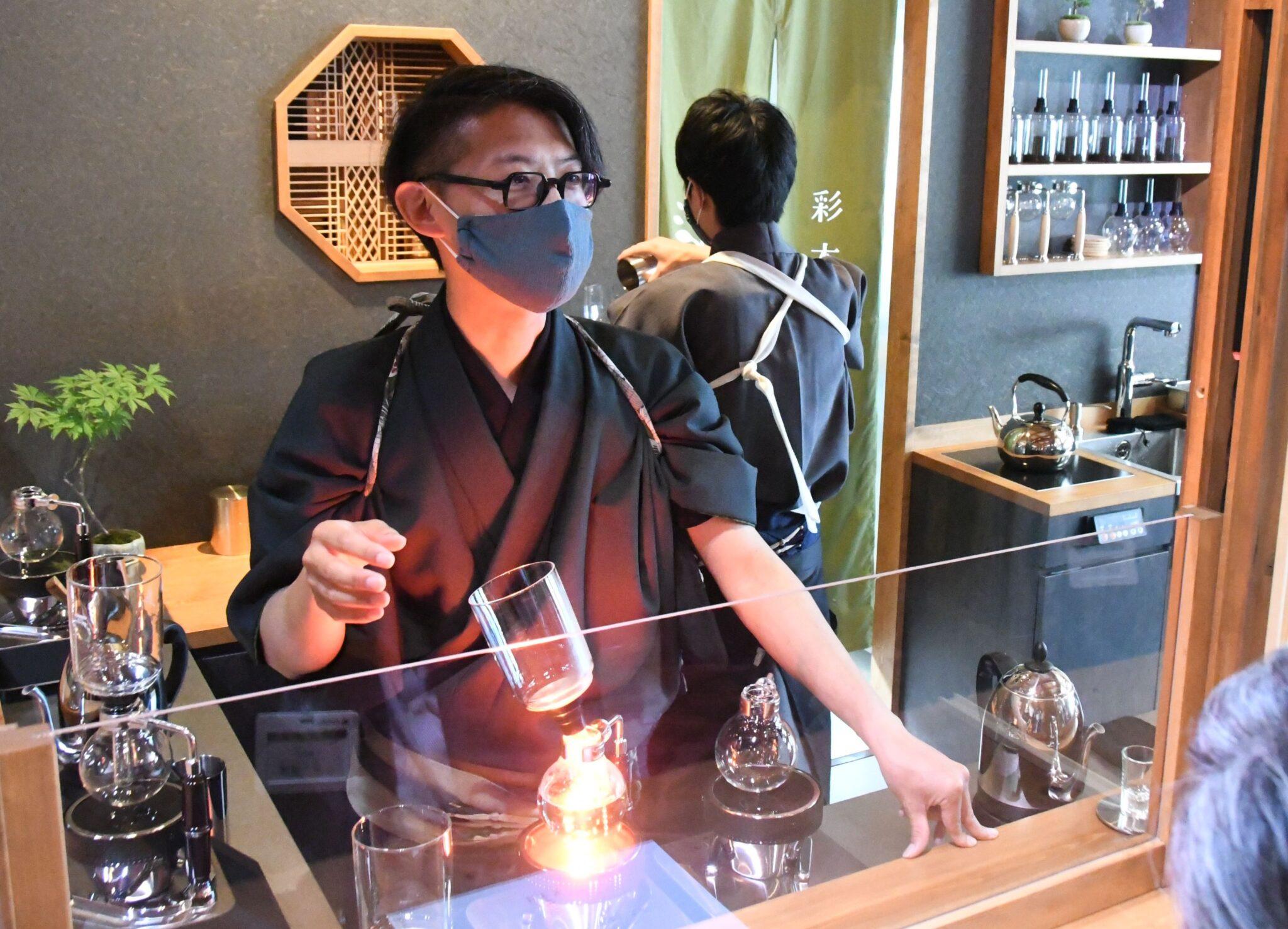 サイホンは「香りの劇場」 小諸に6月カフェ開店 国内大会3度優勝の中山さん