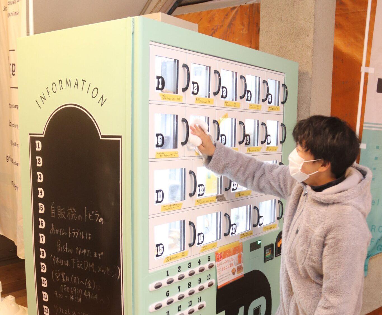 「デパ地下みたい」な自販機人気 洋菓子や総菜を24時間販売 辰野