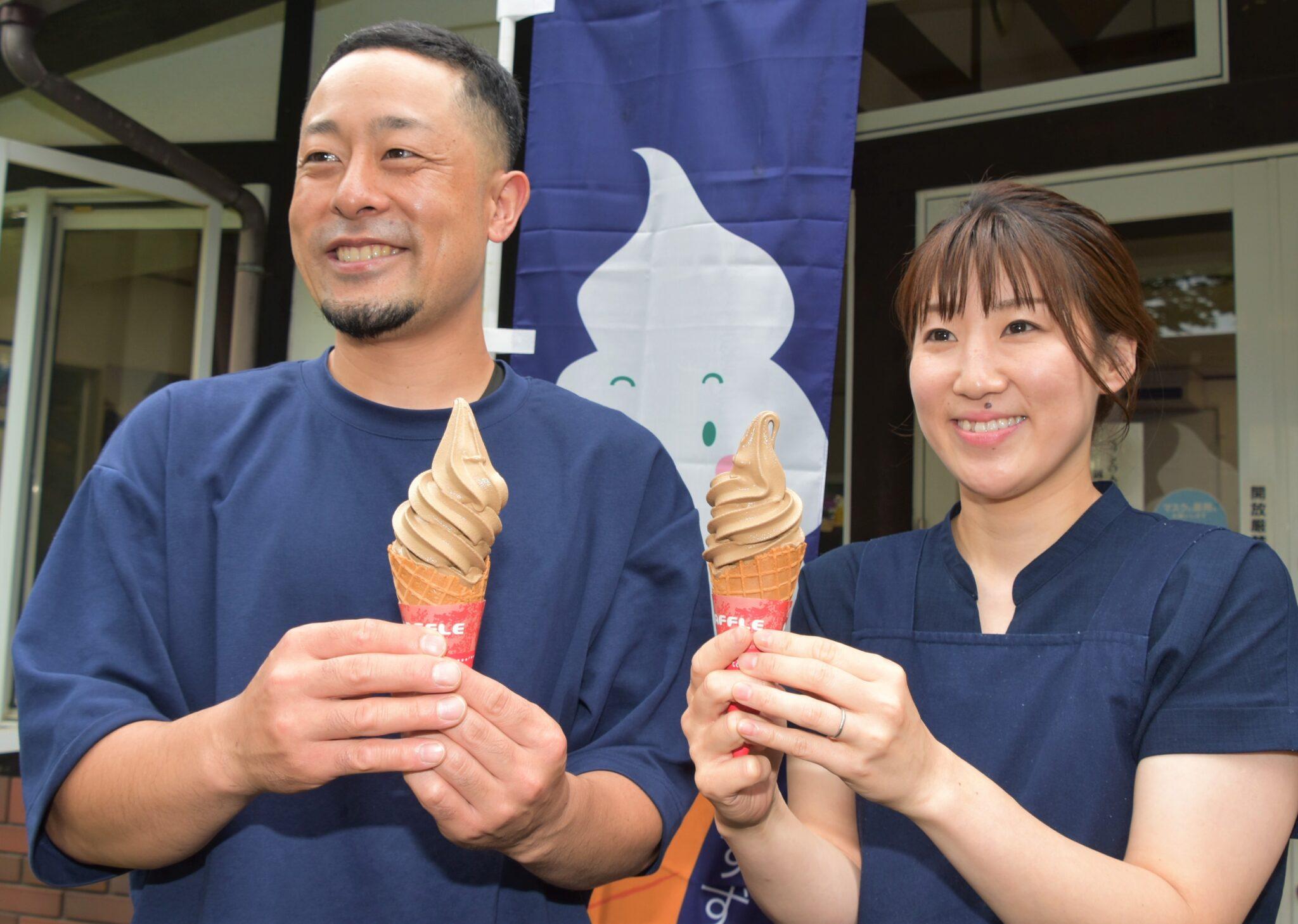 お茶の茎を使う「高遠棒ほうじ茶」ソフト 伊那で発売
