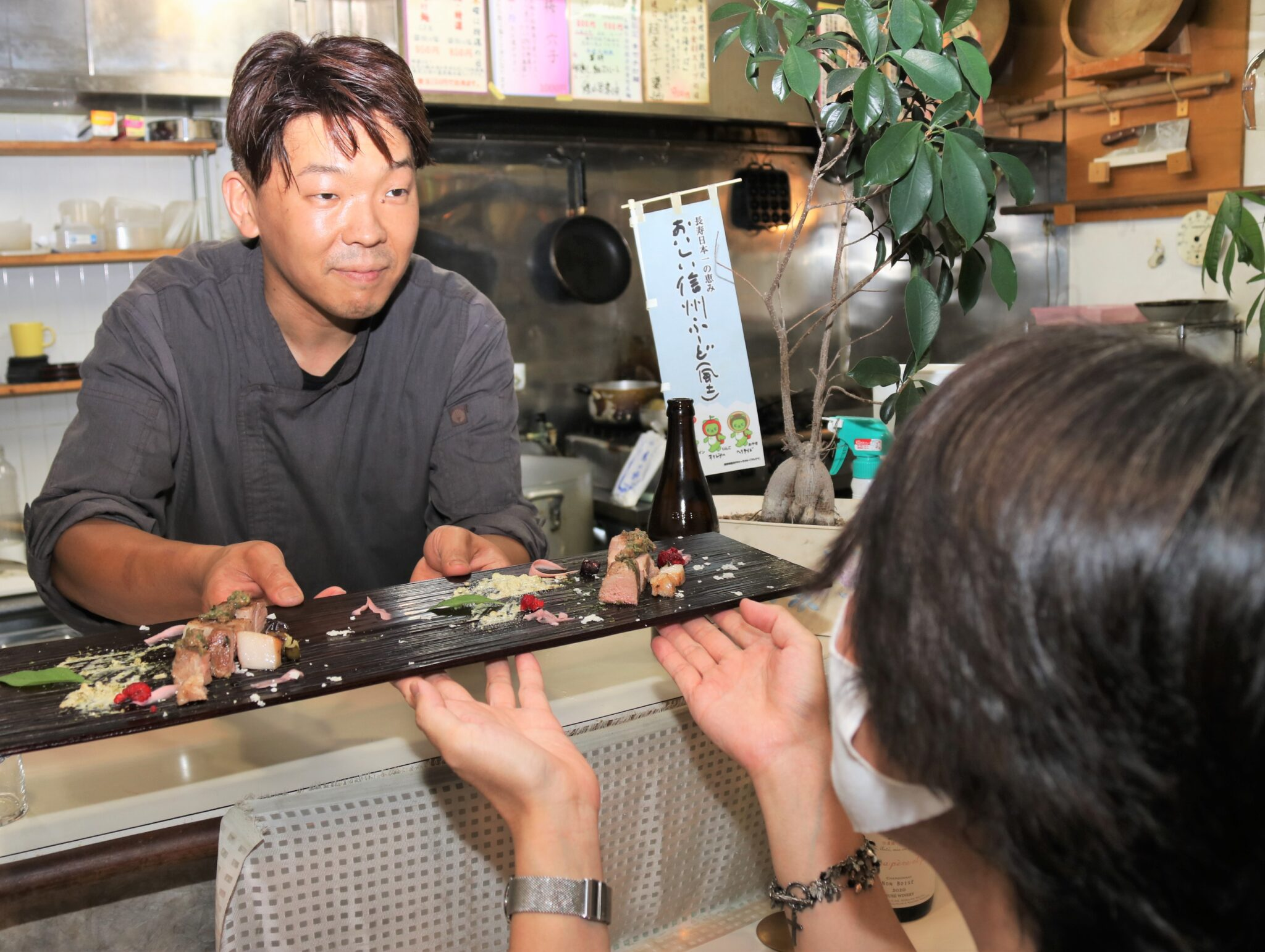 木曽漆器は高級なのに 飲食店に無料レンタルする訳は…