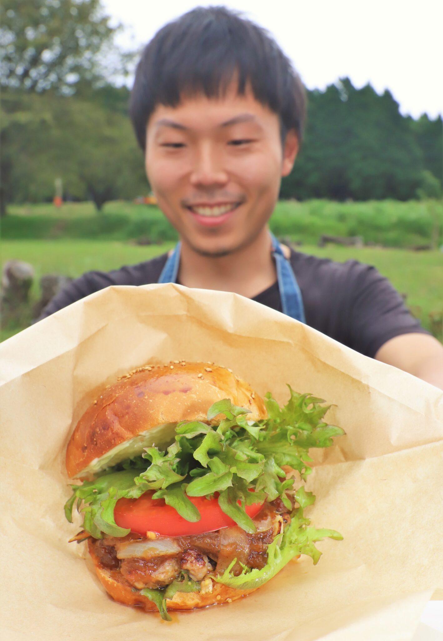 人気呼ぶ「千人塚バーガー」 コロナを逆手に 飯島
